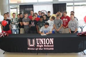 Michael Snediker signs with Southwestern Oregon